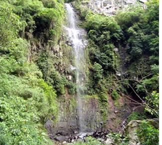 Chute d'eau à la fin du sentier de randonnée White Rock à Boquete, Panama